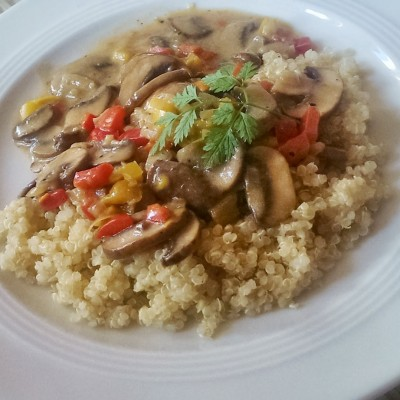 Clean Eating Pilz-Stroganoff mit Quinoa