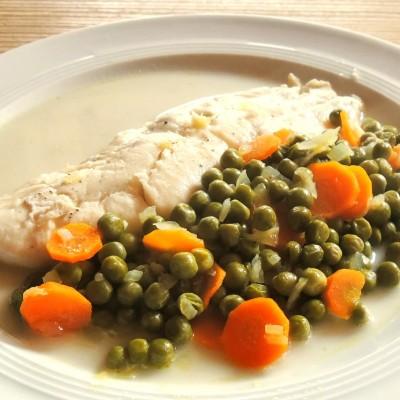 Pochierter Schellfisch mit Erbsengemüse Clean Eating Rezept