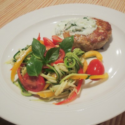 Clean Eating Thunfisch Patties mit Zucchini Salat